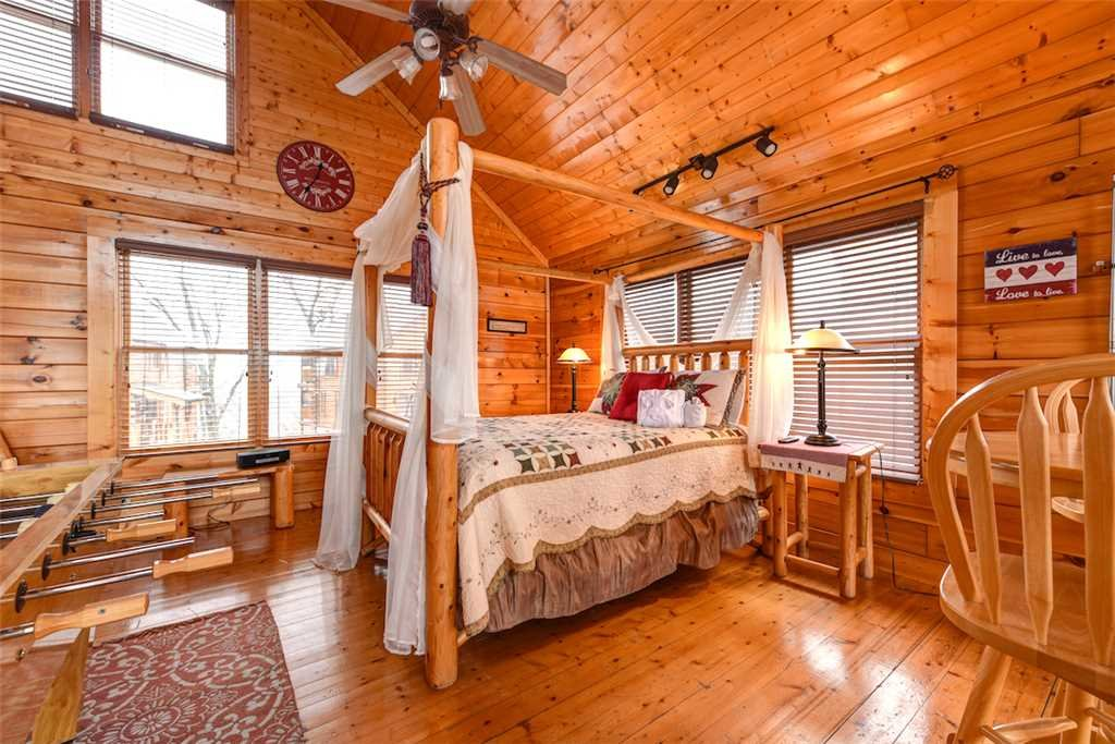 Photo of a Pigeon Forge Cabin named True Love - This is the thirteenth photo in the set.