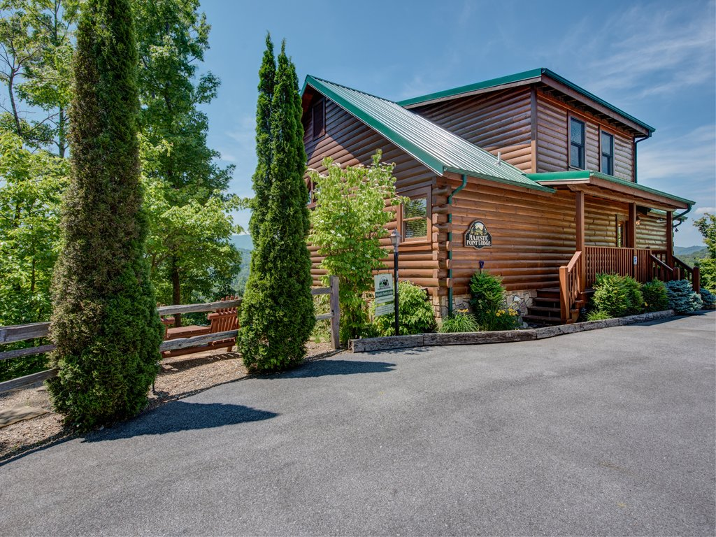 Photo of a Gatlinburg Cabin named Majestic Point Lodge - This is the thirty-second photo in the set.