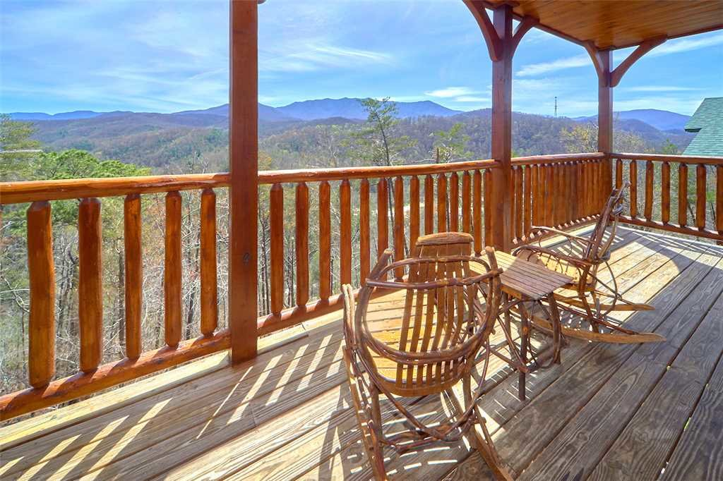 Photo of a Gatlinburg Cabin named Tennessee Walt's - This is the first photo in the set.