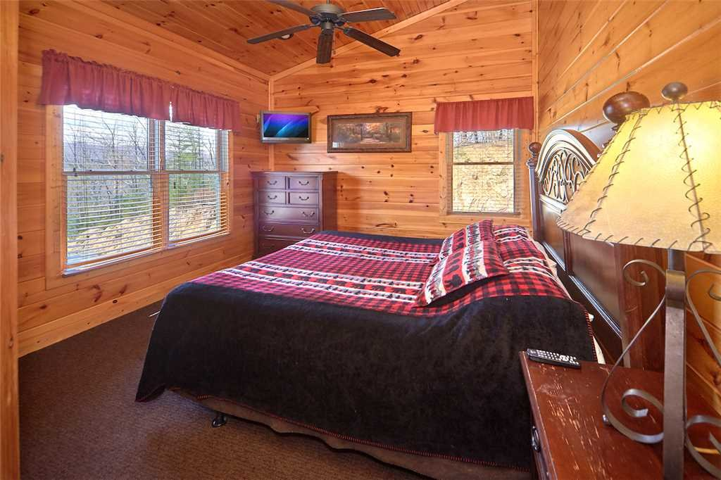 Photo of a Gatlinburg Cabin named Tennessee Walt's - This is the fifteenth photo in the set.