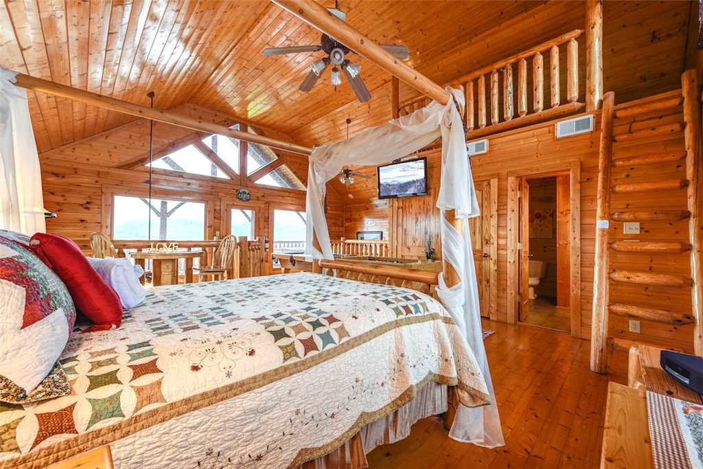 Photo of a Pigeon Forge Cabin named True Love - This is the twelfth photo in the set.