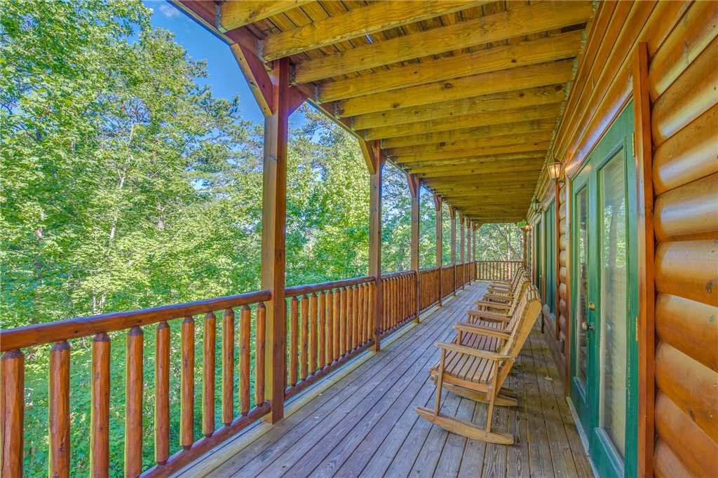 Photo of a Gatlinburg Cabin named Hemlock Inn - This is the thirty-eighth photo in the set.