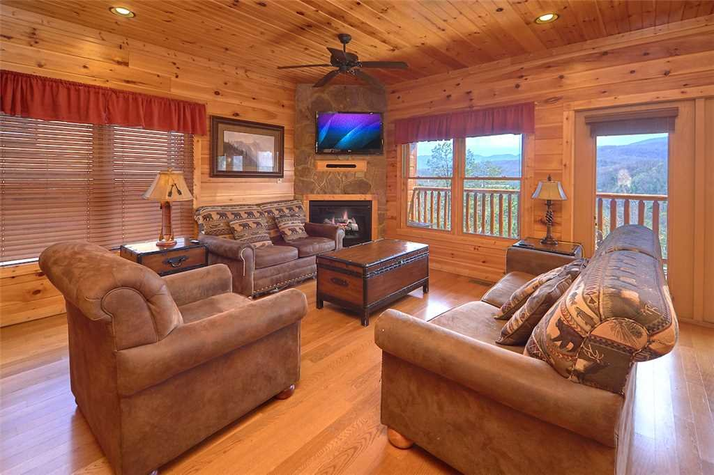 Photo of a Gatlinburg Cabin named Tennessee Walt's - This is the third photo in the set.
