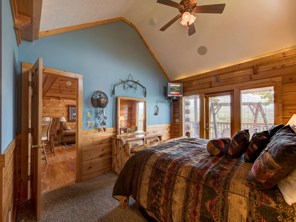 Photo of a Gatlinburg Cabin named Majestic Point Lodge - This is the nineteenth photo in the set.