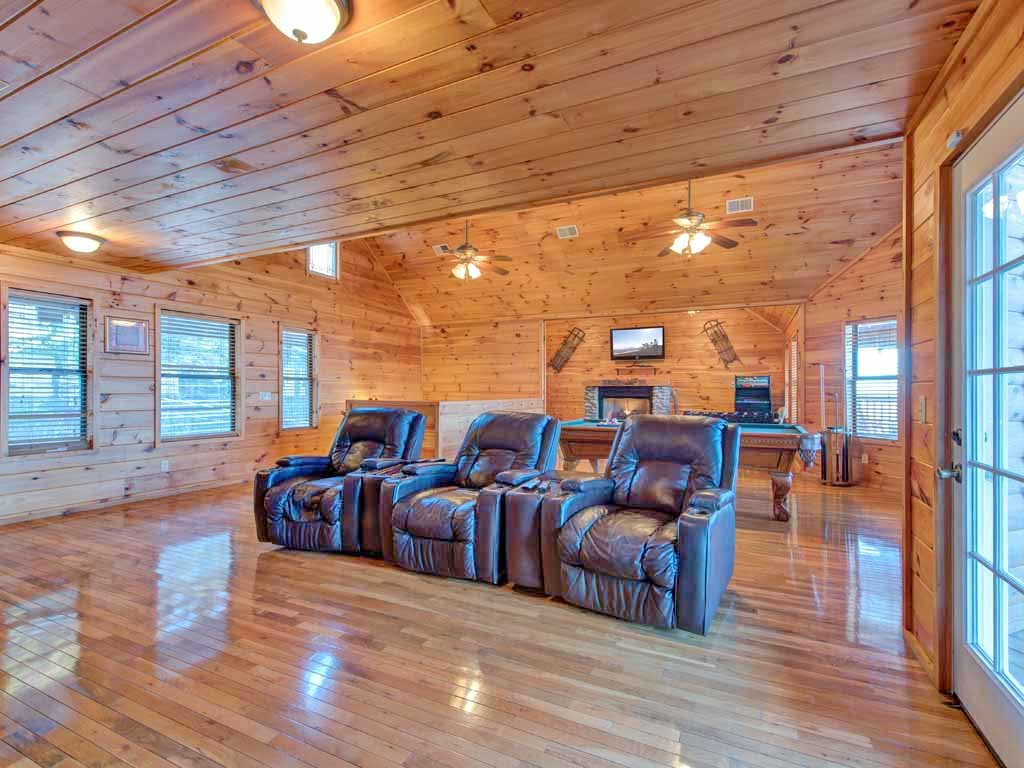 Photo of a Gatlinburg Cabin named Smokerise Lodge - This is the fourteenth photo in the set.