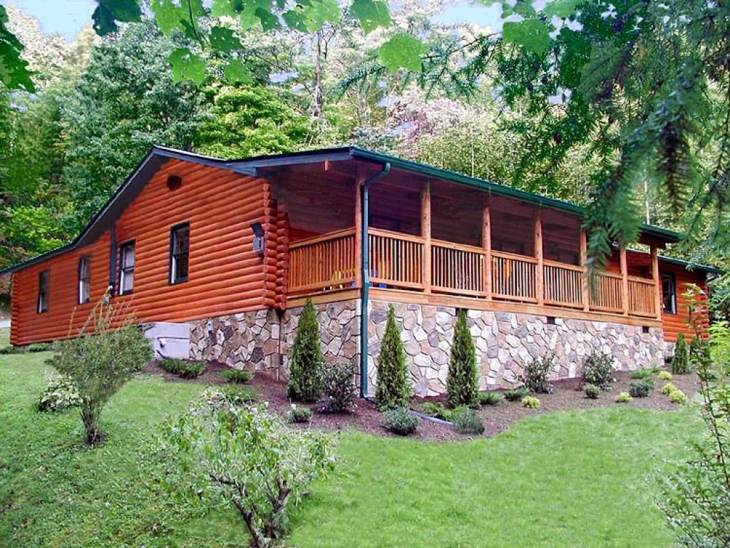 Bear creek cabin in gatlinburg w 5 br sleeps20 for Nuvola 9 cabin gatlinburg
