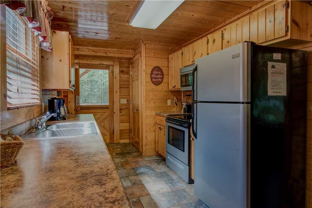 Photo of a Pigeon Forge Cabin named Creekside Romance - This is the eighth photo in the set.