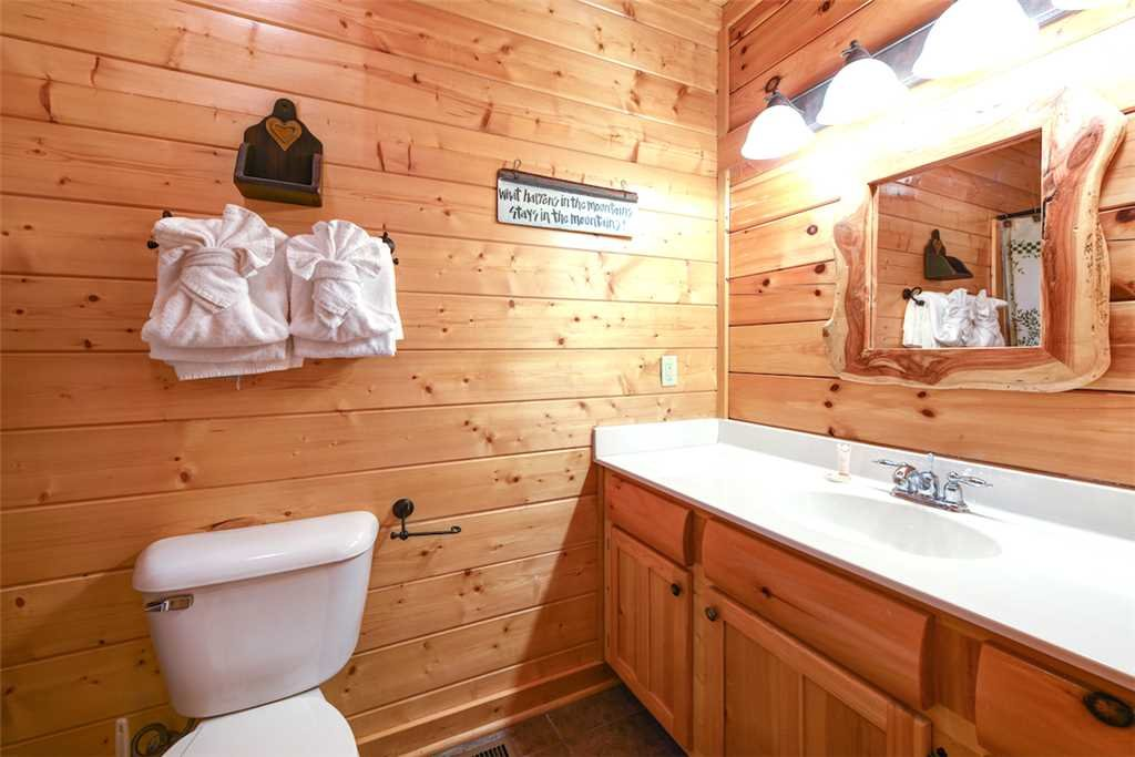 Photo of a Pigeon Forge Cabin named True Love - This is the eighteenth photo in the set.