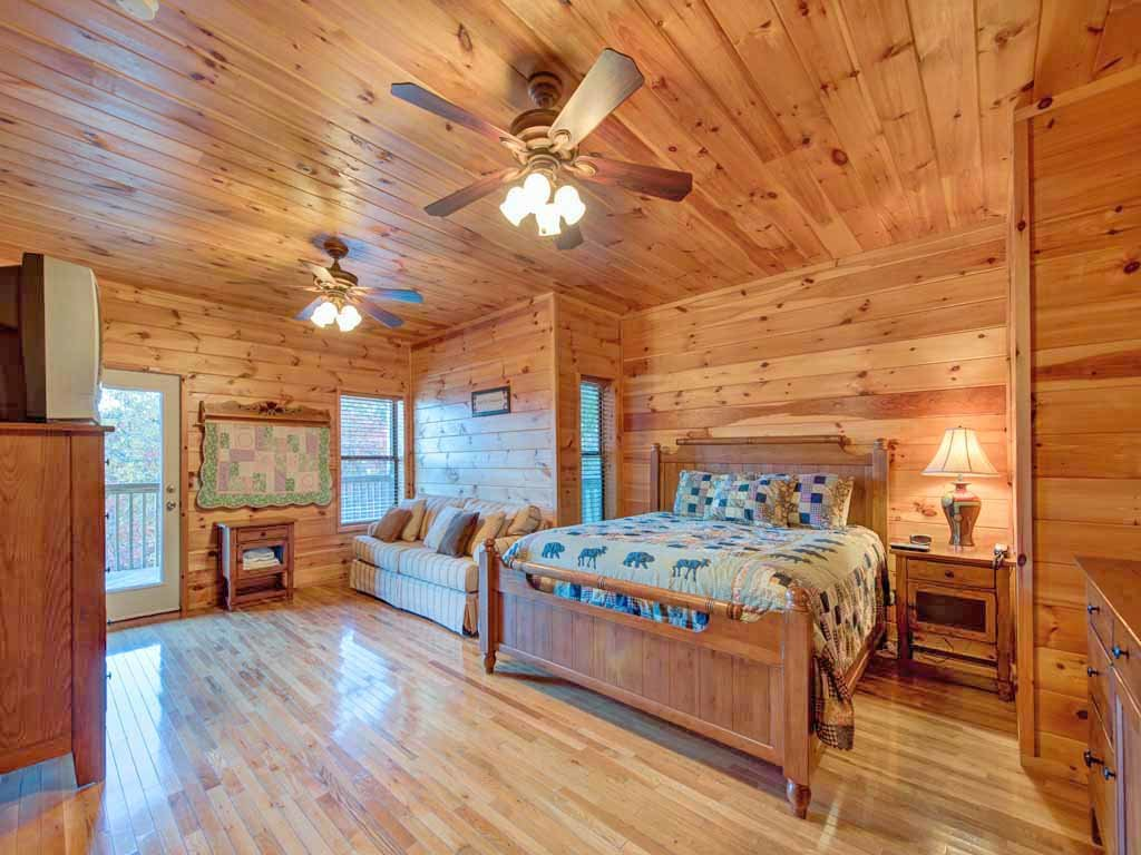 Photo of a Gatlinburg Cabin named Smokerise Lodge - This is the sixteenth photo in the set.