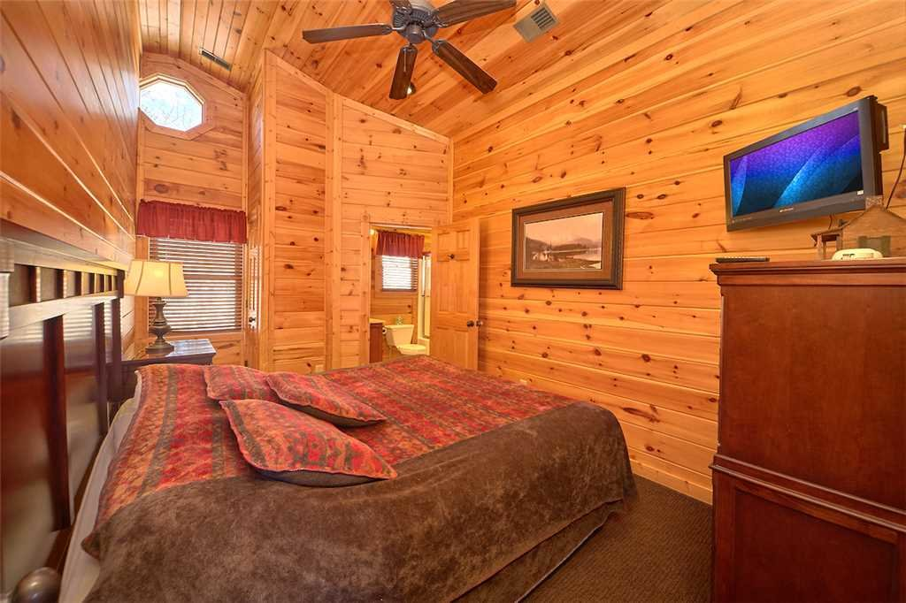 Photo of a Gatlinburg Cabin named Tennessee Walt's - This is the twentieth photo in the set.