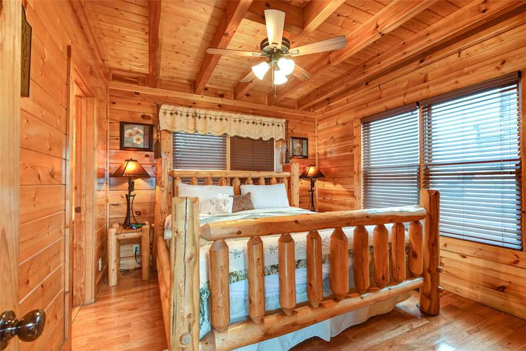 Photo of a Pigeon Forge Cabin named True Love - This is the sixteenth photo in the set.