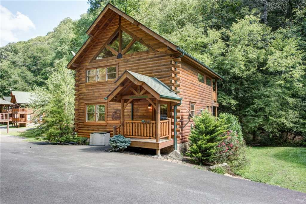 Photo of a Pigeon Forge Cabin named Creekside Romance - This is the third photo in the set.
