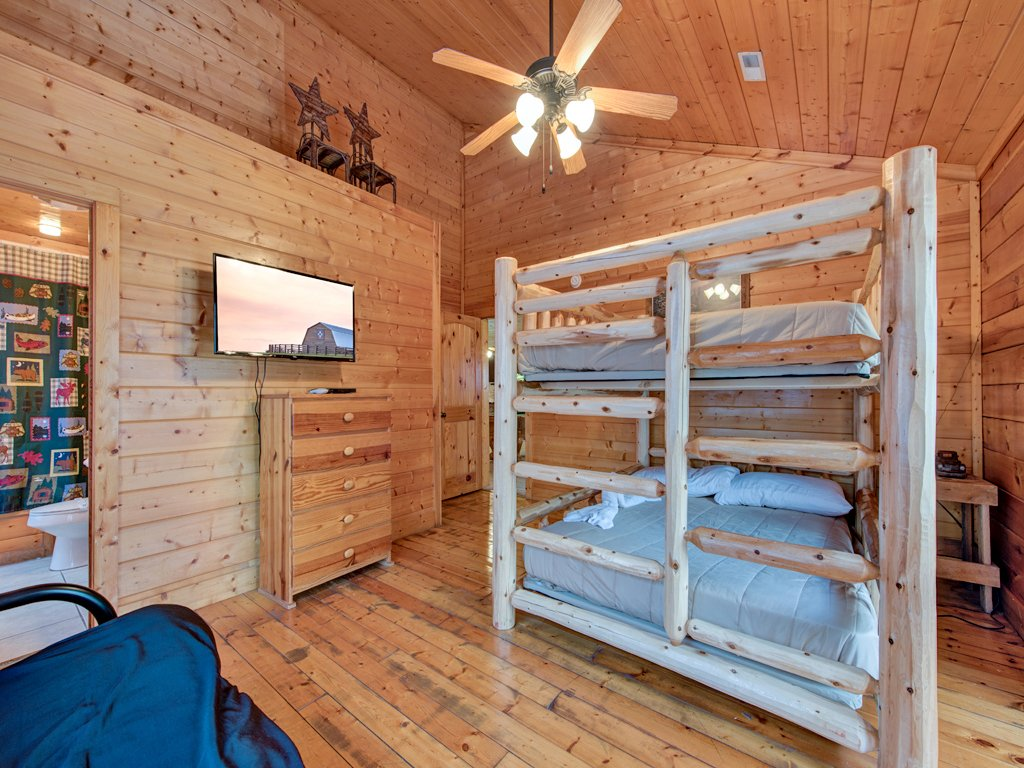 Photo of a Pigeon Forge Cabin named Creekside Getaway - This is the thirtieth photo in the set.