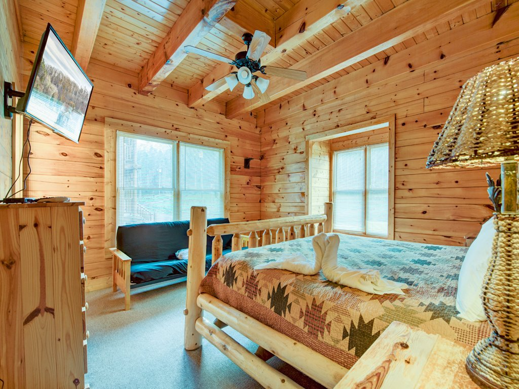 Photo of a Pigeon Forge Cabin named Creekside Getaway - This is the nineteenth photo in the set.