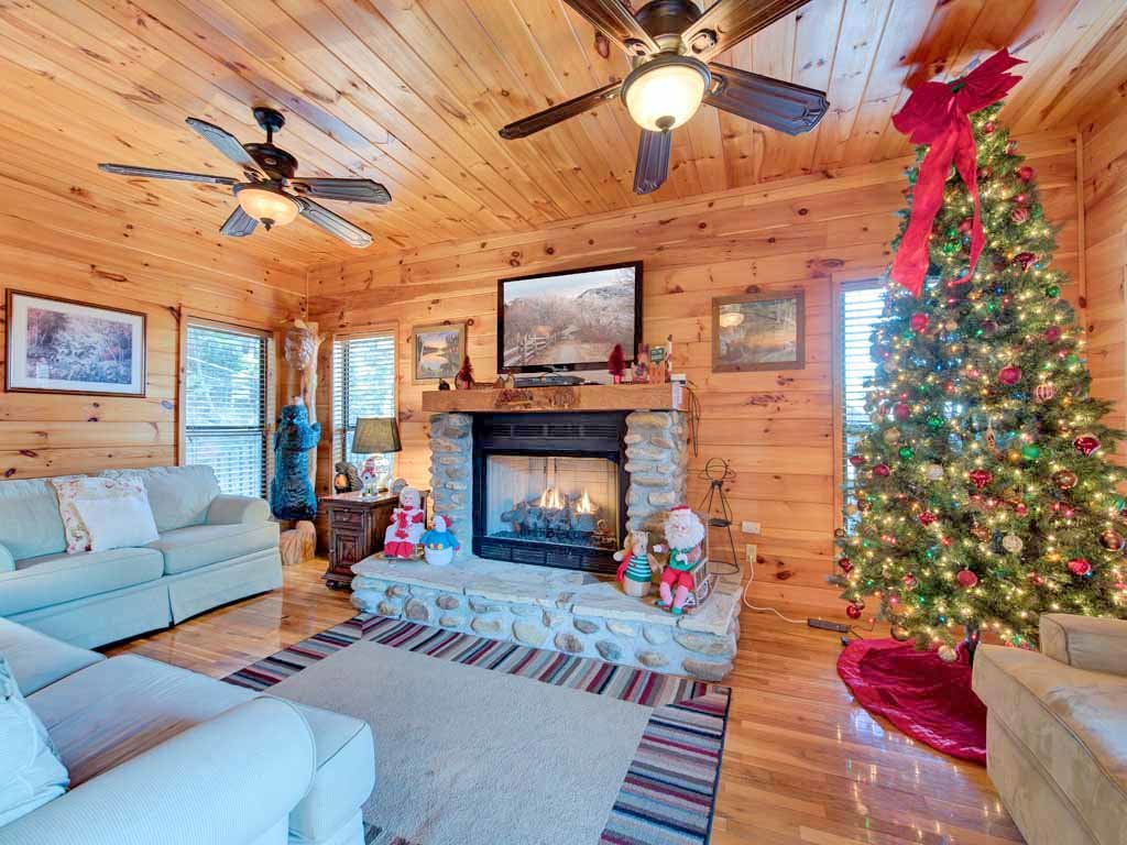 Photo of a Gatlinburg Cabin named Smokerise Lodge - This is the first photo in the set.