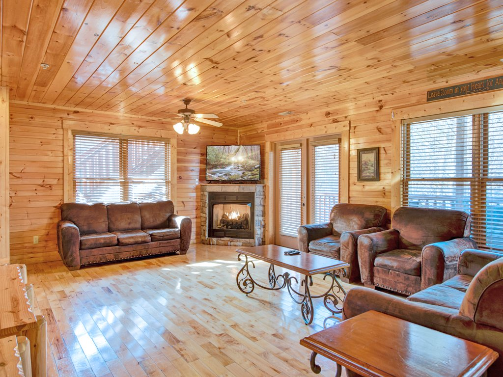 Photo of a Gatlinburg Cabin named Hemlock Inn - This is the second photo in the set.