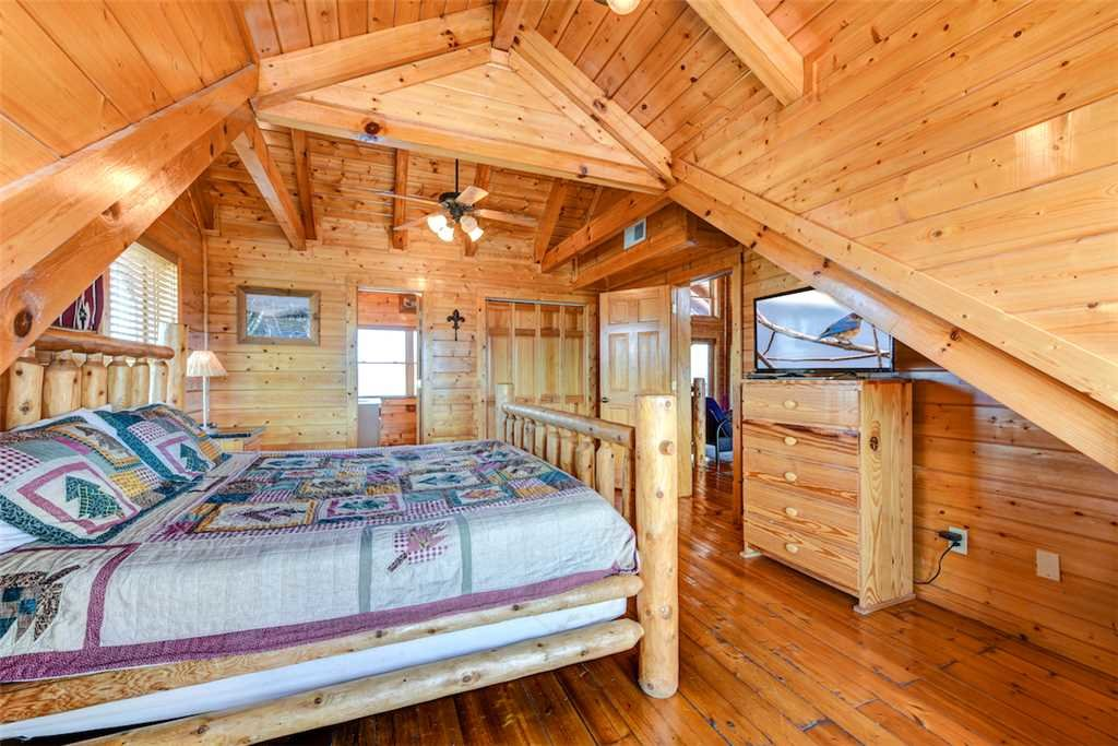 Photo of a Pigeon Forge Cabin named Mountaintop Lodge - This is the nineteenth photo in the set.