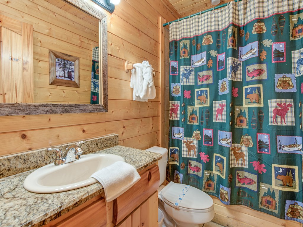 Photo of a Pigeon Forge Cabin named Creekside Getaway - This is the thirteenth photo in the set.