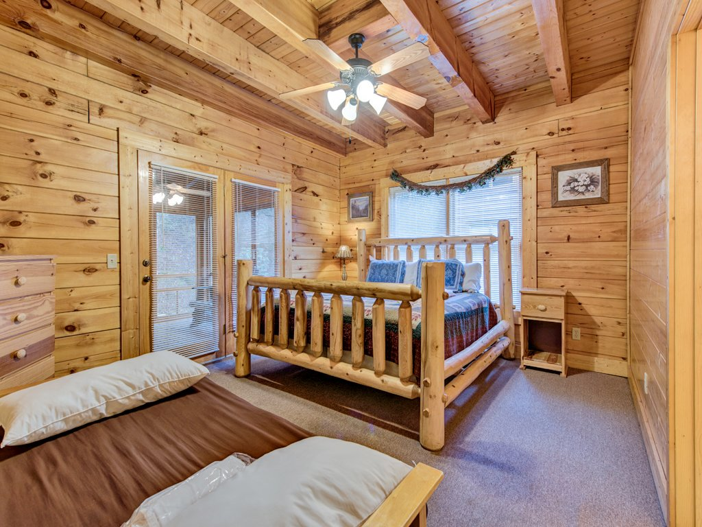 Photo of a Pigeon Forge Cabin named Creekside Getaway - This is the twenty-fourth photo in the set.