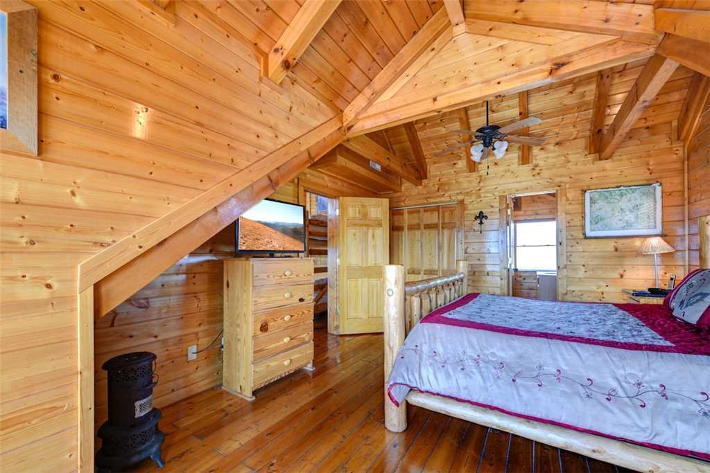 Photo of a Pigeon Forge Cabin named Mountaintop Lodge - This is the seventeenth photo in the set.