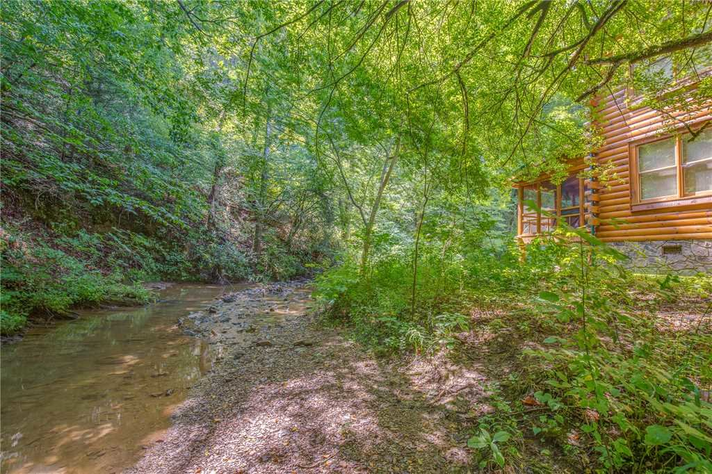 Photo of a Pigeon Forge Cabin named Creekside Getaway - This is the forty-first photo in the set.