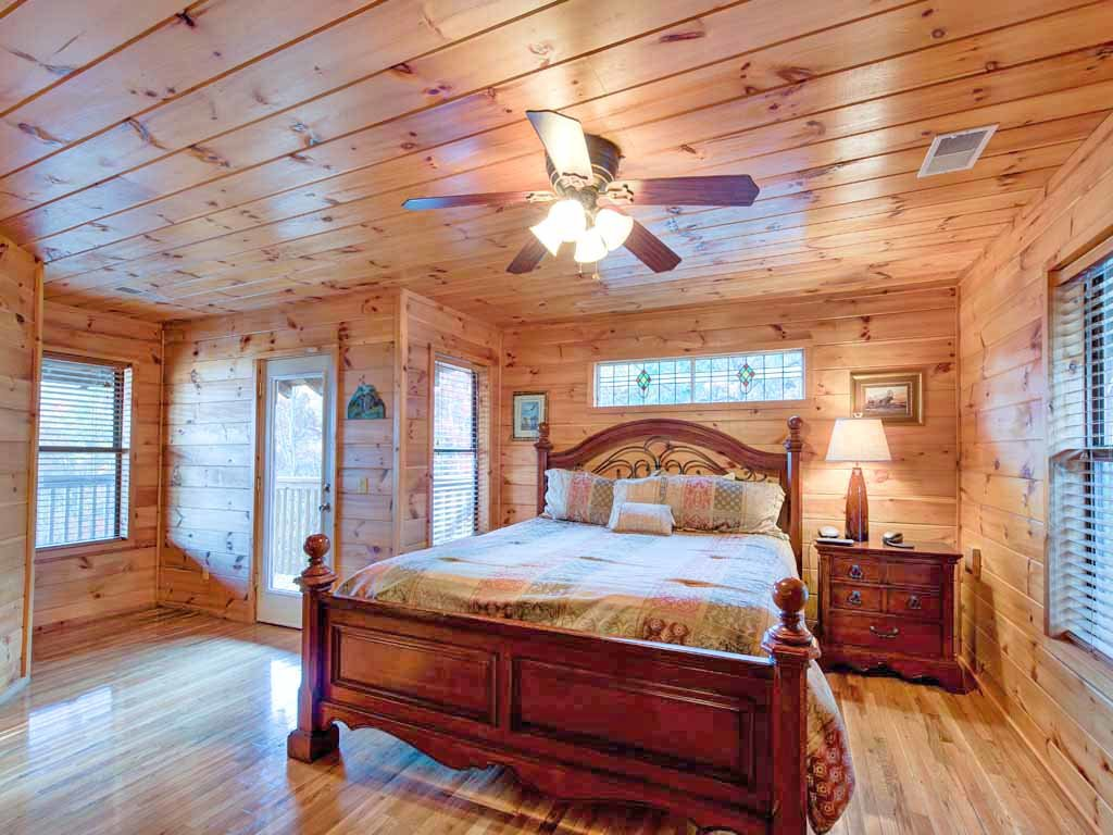 Photo of a Gatlinburg Cabin named Smokerise Lodge - This is the nineteenth photo in the set.