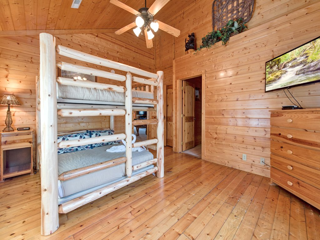 Photo of a Pigeon Forge Cabin named Creekside Getaway - This is the twenty-eighth photo in the set.
