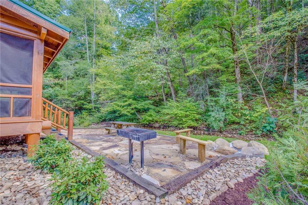 Photo of a Pigeon Forge Cabin named Creekside Getaway - This is the thirty-seventh photo in the set.