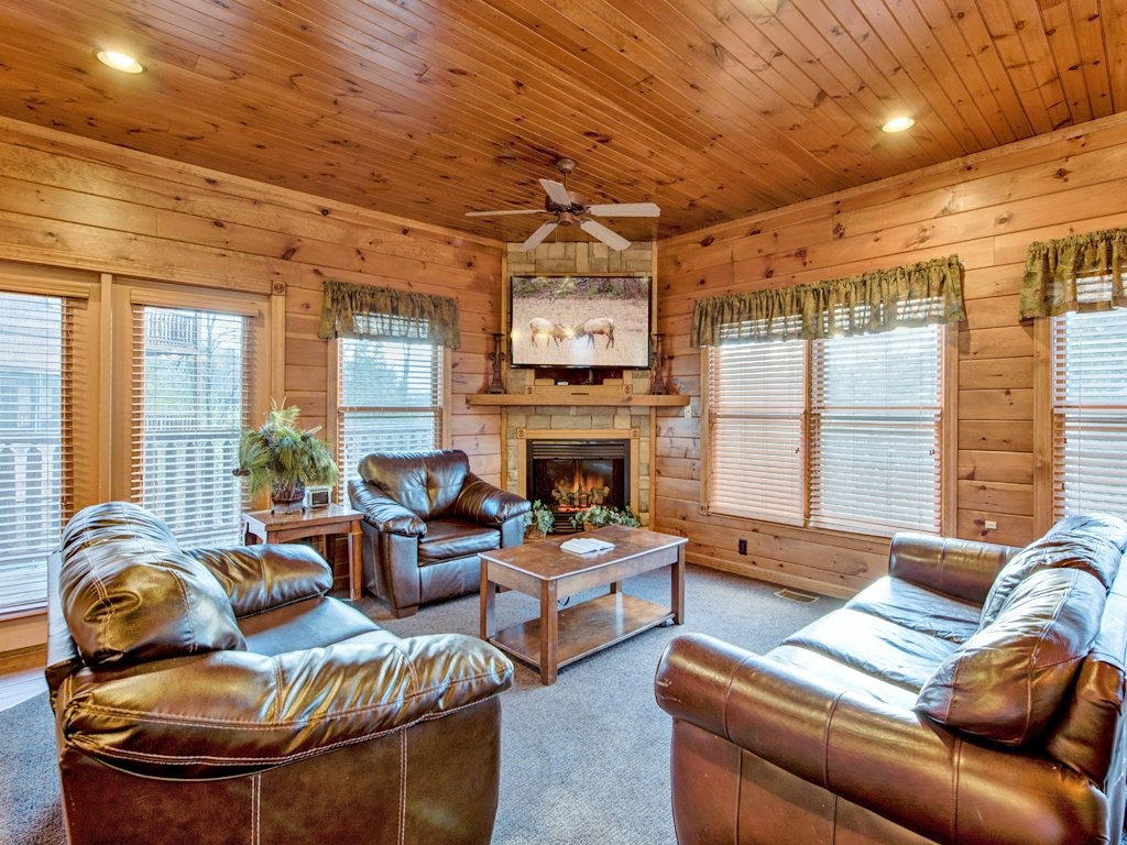 The great escape ii cabin in gatlinburg w 5 br sleeps17 for 6 bedroom cabins in pigeon forge tn