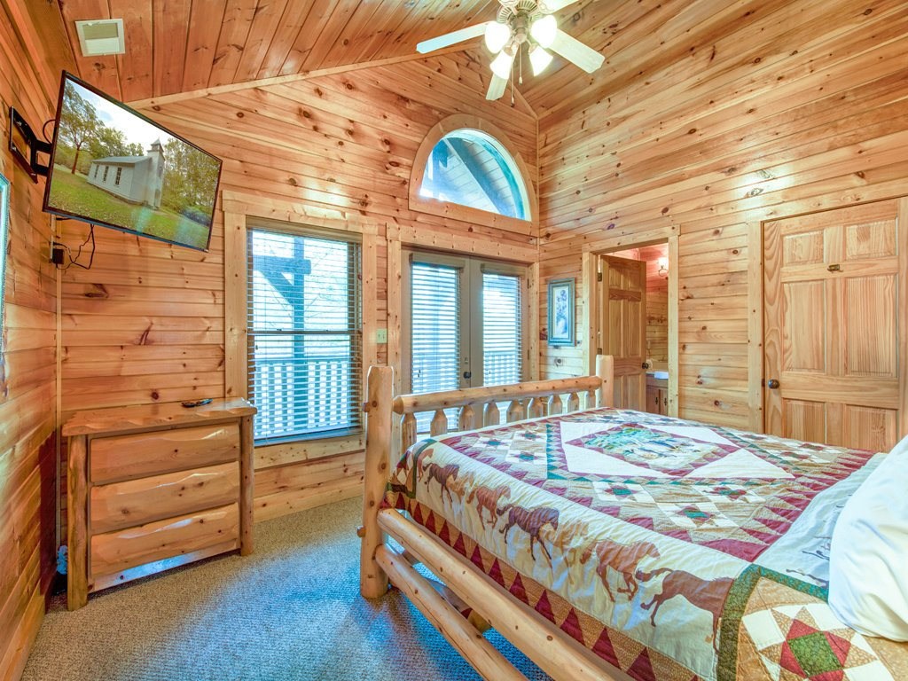 Photo of a Gatlinburg Cabin named Hemlock Inn - This is the seventeenth photo in the set.