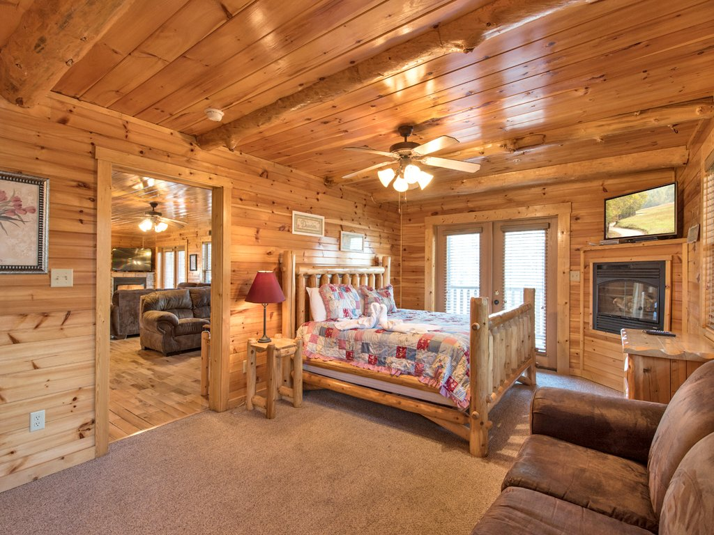Photo of a Gatlinburg Cabin named Hemlock Inn - This is the fourteenth photo in the set.