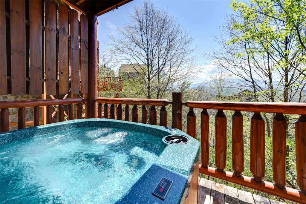 Photo of a Pigeon Forge Cabin named Mountaintop Lodge - This is the second photo in the set.