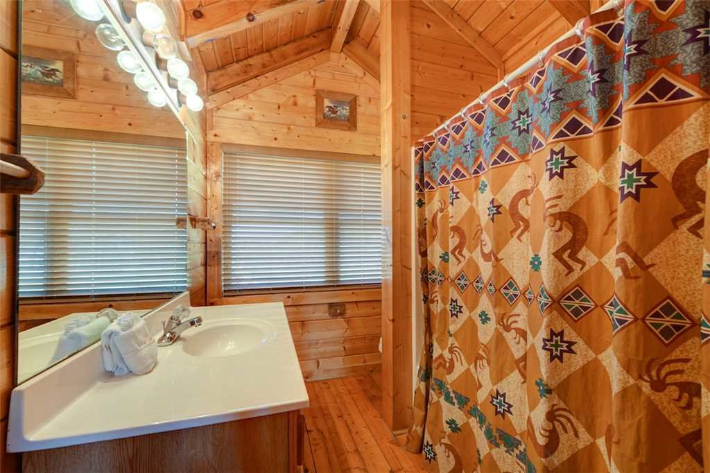 Photo of a Pigeon Forge Cabin named Mountaintop Lodge - This is the twenty-first photo in the set.