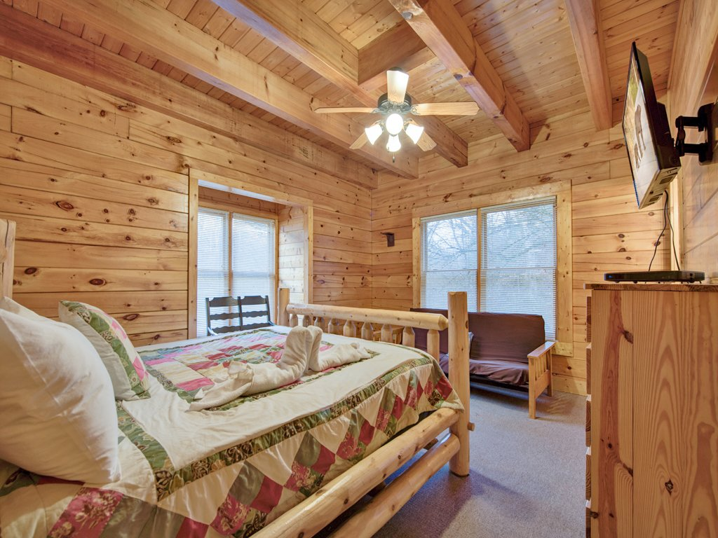 Photo of a Pigeon Forge Cabin named Creekside Getaway - This is the twenty-second photo in the set.