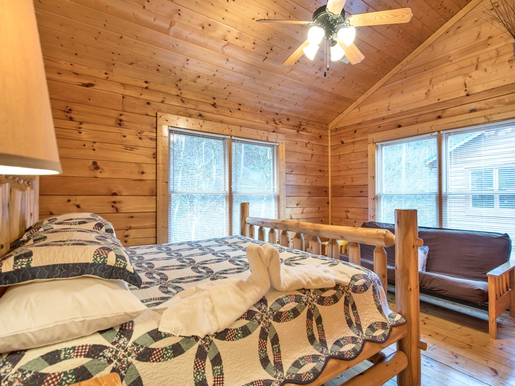 Photo of a Pigeon Forge Cabin named Creekside Getaway - This is the eleventh photo in the set.