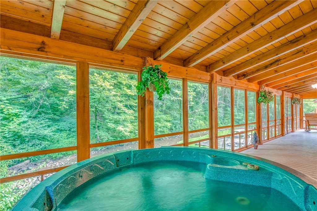 Photo of a Pigeon Forge Cabin named Creekside Getaway - This is the thirty-eighth photo in the set.