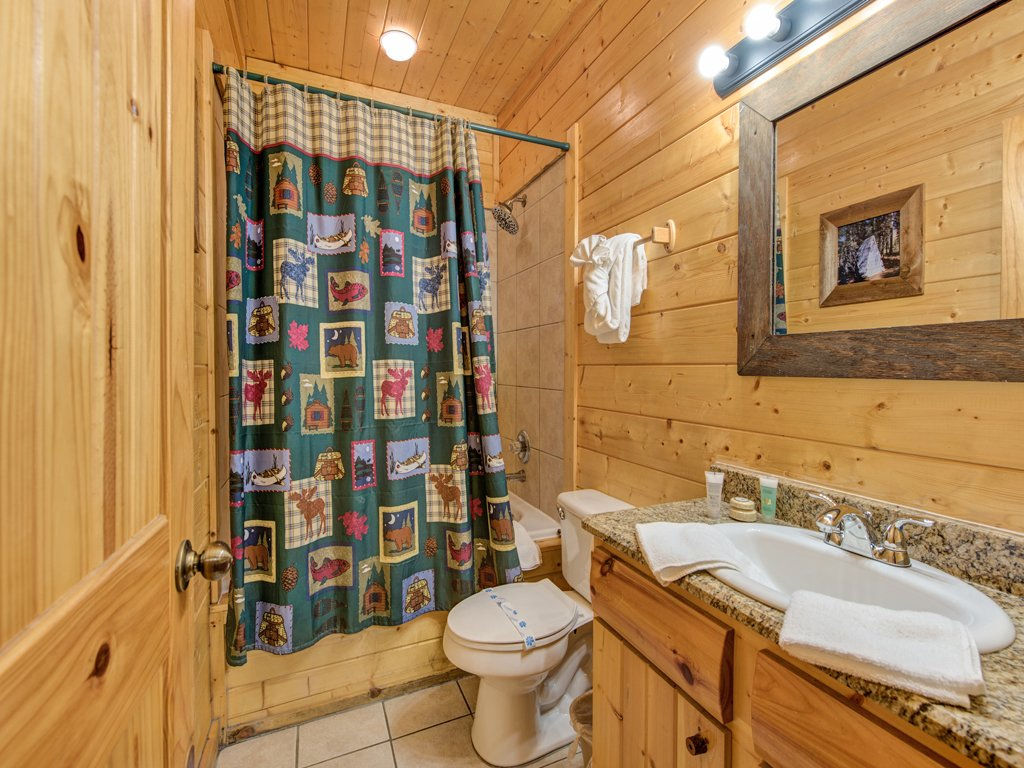 Photo of a Pigeon Forge Cabin named Creekside Getaway - This is the seventeenth photo in the set.