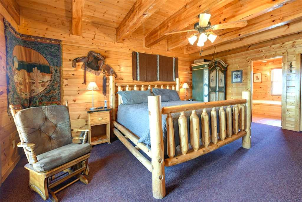 Photo of a Pigeon Forge Cabin named Mountaintop Lodge - This is the thirteenth photo in the set.