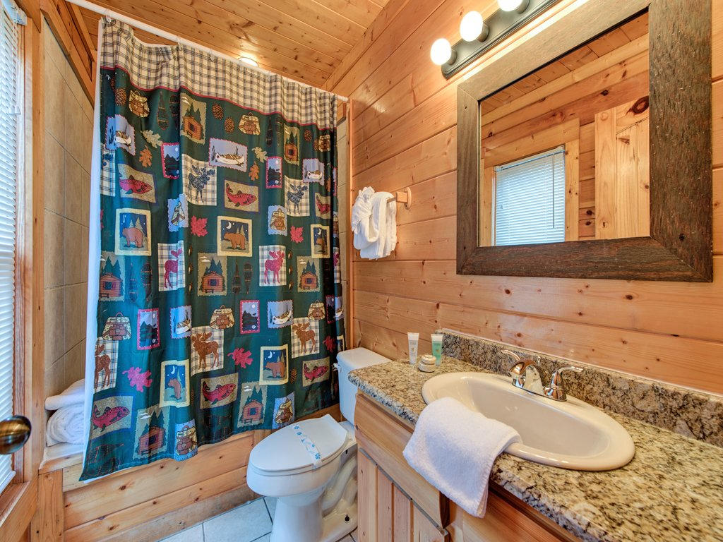 Photo of a Pigeon Forge Cabin named Creekside Getaway - This is the thirty-second photo in the set.