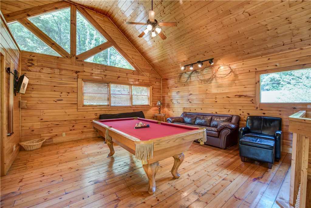 Photo of a Pigeon Forge Cabin named Creekside Romance - This is the tenth photo in the set.