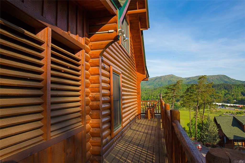 Photo of a Pigeon Forge Cabin named Misty Mountain Hideaway - This is the twenty-first photo in the set.