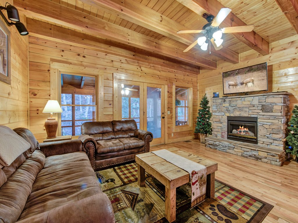 Photo of a Pigeon Forge Cabin named Creekside Getaway - This is the third photo in the set.