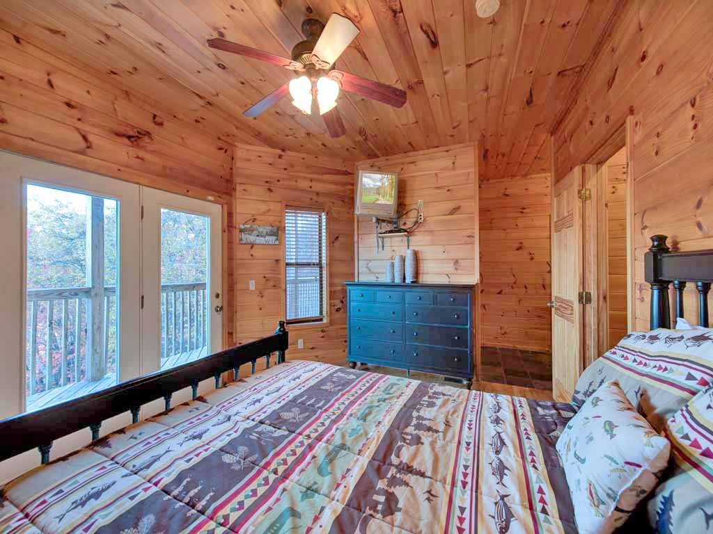 Photo of a Gatlinburg Cabin named Smokerise Lodge - This is the twenty-ninth photo in the set.