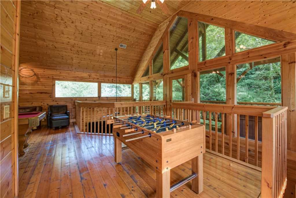 Photo of a Pigeon Forge Cabin named Creekside Romance - This is the ninth photo in the set.