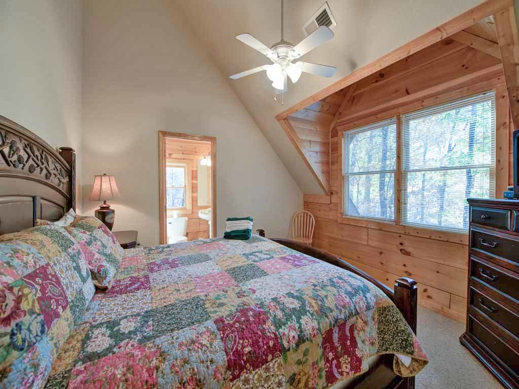 Photo of a Gatlinburg Cabin named Unbridled Spirit - This is the twenty-eighth photo in the set.