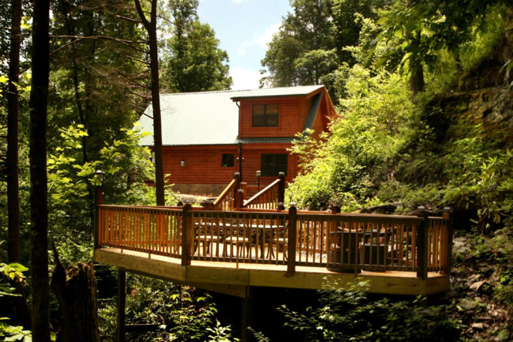 Photo of a Gatlinburg Cabin named Stonebrook Lodge - This is the twenty-eighth photo in the set.