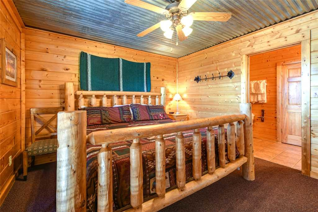 Photo of a Pigeon Forge Cabin named Mountaintop Lodge - This is the twenty-second photo in the set.