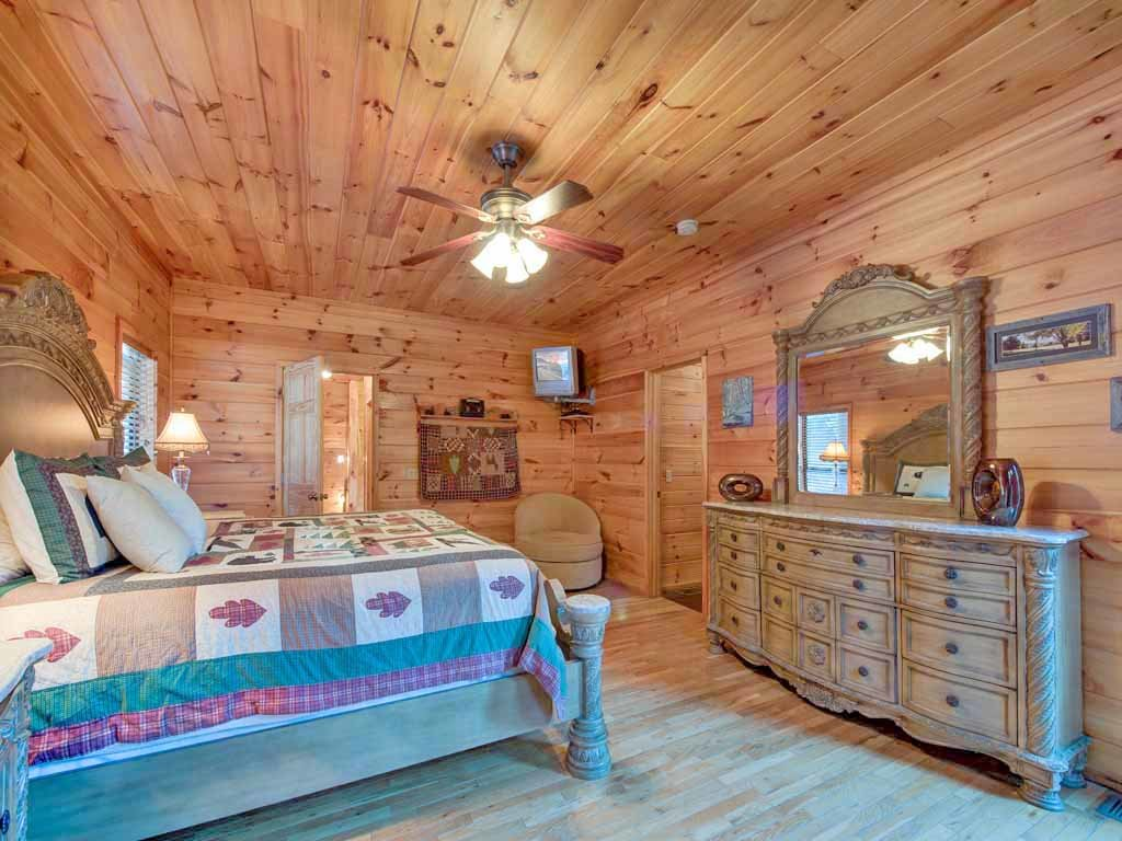 Photo of a Gatlinburg Cabin named Smokerise Lodge - This is the twenty-third photo in the set.