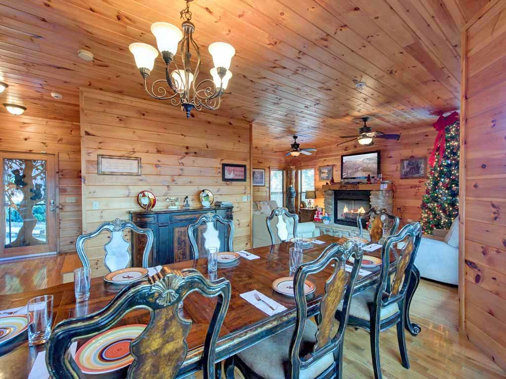Photo of a Gatlinburg Cabin named Smokerise Lodge - This is the sixth photo in the set.