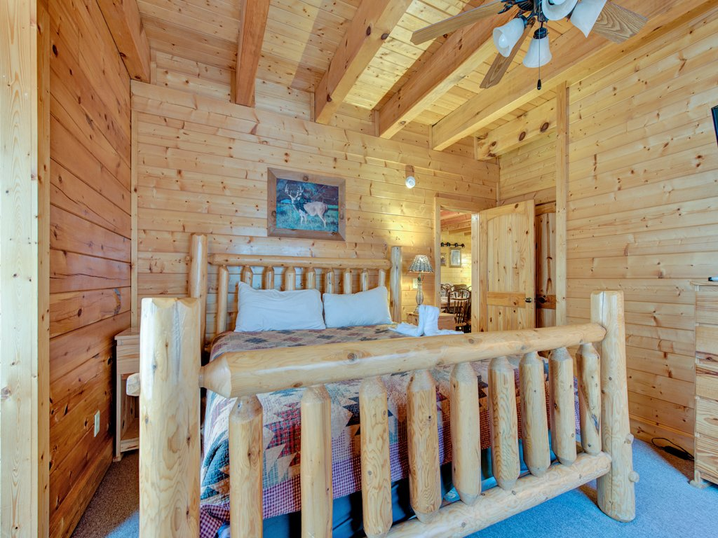 Photo of a Pigeon Forge Cabin named Creekside Getaway - This is the eighteenth photo in the set.